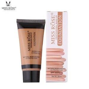 化妝粉底液遮瑕膏修復滋養蓋臉化妝底妝的女性